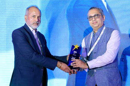 Mr. P. S. Mani (Right), Director, Saint Gobain, accepts award on behalf of Late Shri. R. Subramanian, from Mr. Subhash Tyagi (Left), Chairman, Gold Plus Glass Industry Ltd.